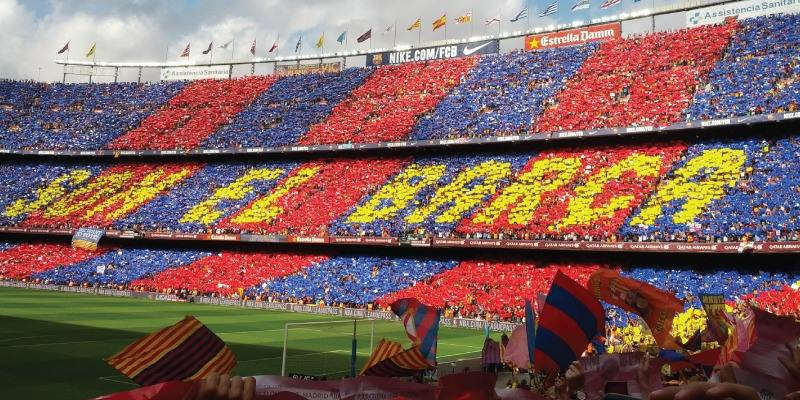 les-supporters-barcelone-debout