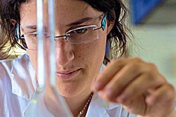 Célina Slimi gère le projet Icare de recherche en biodiversité, à l'Université de Versailles. Un projet qui inventorie la faune et la flore des campus français.