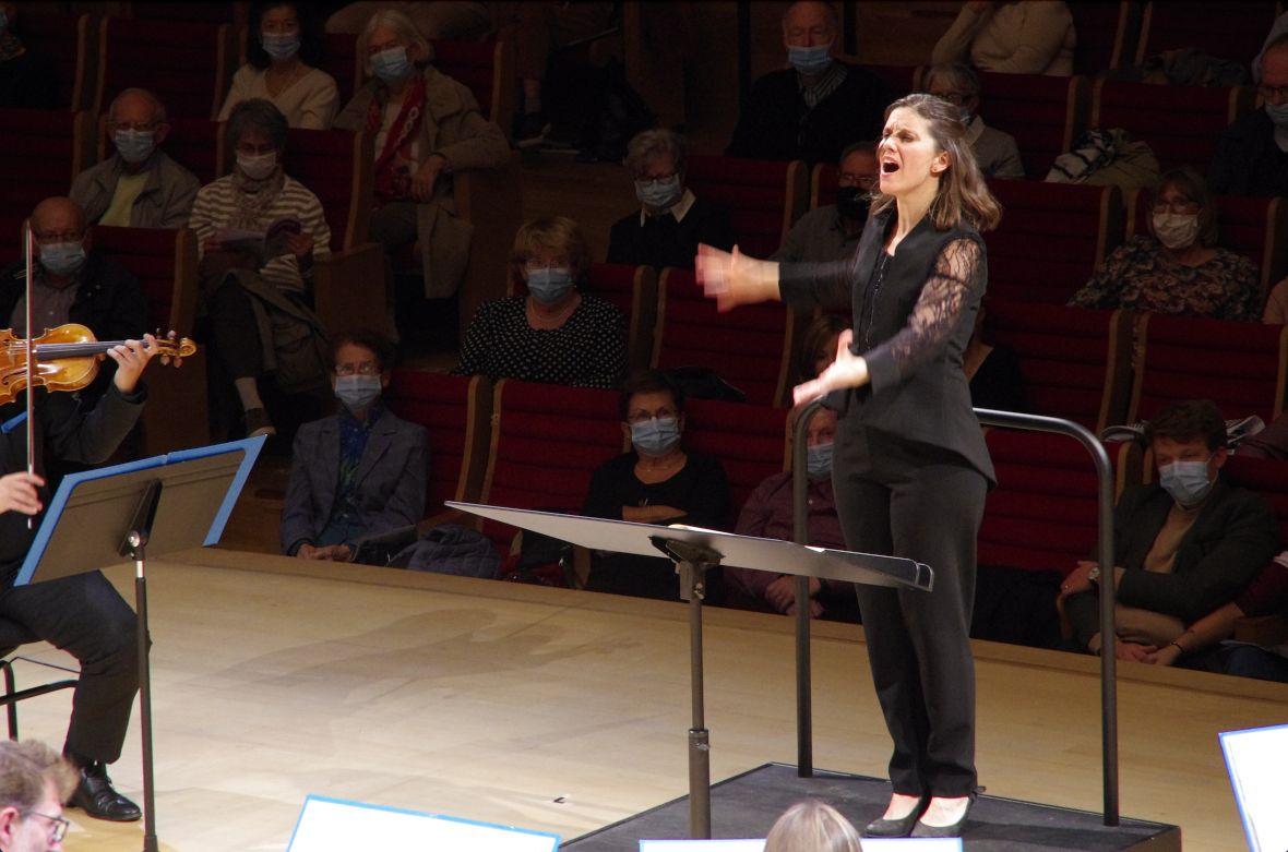 Chloé Dufresne cheffe d'orchestre